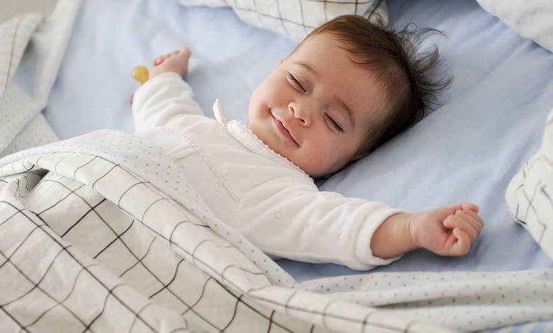 cuanto tiempo debe dormir un bebe